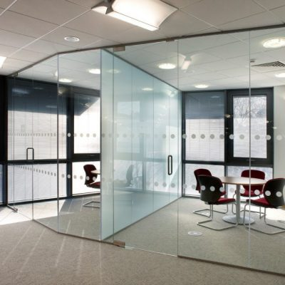 When you're looking for custom glass solutions, turn to us. Our team provides custom glass, repairs, and installation services for residents throughout the greater Montreal area.
